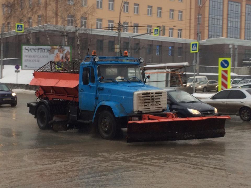 фото Горшочек, не вари: дороги Новосибирска превратились в кашу 8