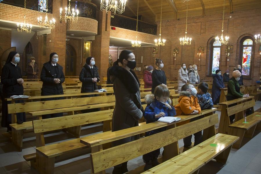 фото Католики в Новосибирске отметили праздник непорочного зачатия Пресвятой Девы Марии 6