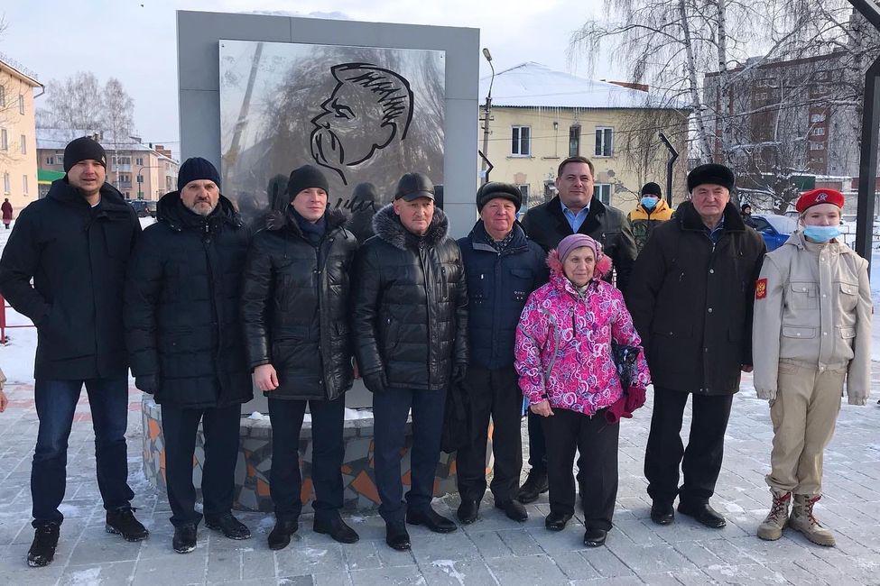 Фото Деньги на ветер: аллею за 13 миллионов перекопали в пригороде Новосибирска через месяц после открытия 2