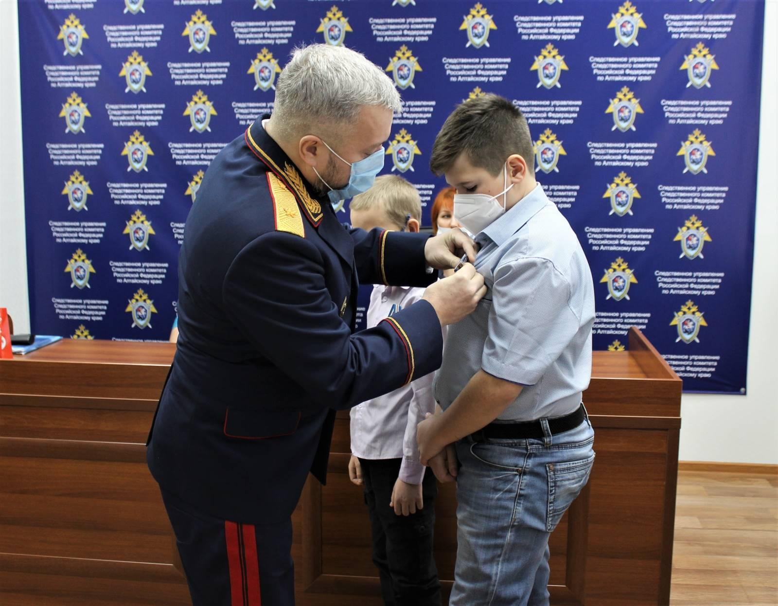 Фото В Алтайском крае дети задержали двух насильников и были награждены за отвагу 2
