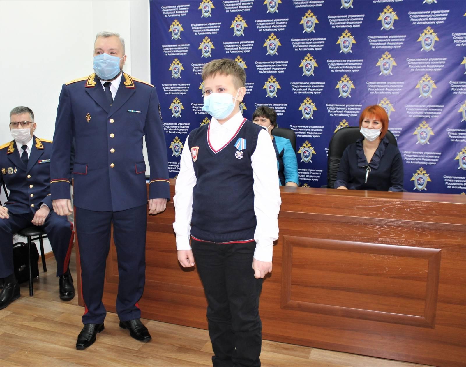 Фото В Алтайском крае дети задержали двух насильников и были награждены за отвагу 3