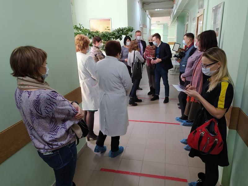 фото В Новосибирске медиков начали прививать от коронавируса: первые фото с вакцинации 2