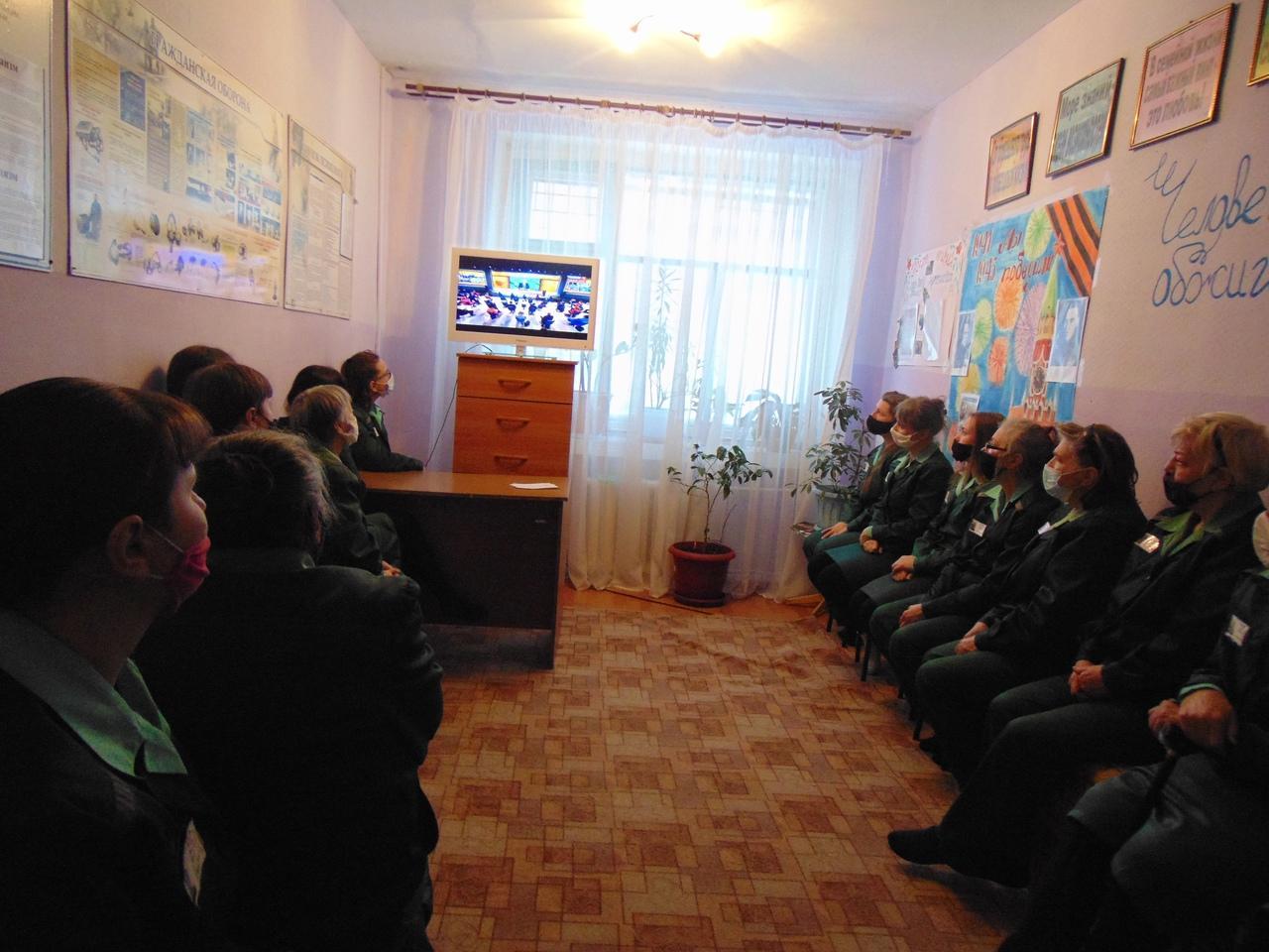 Фото Путин на экране: как котики, депутаты и дольщики в Новосибирске смотрят большую пресс-конференцию президента 9