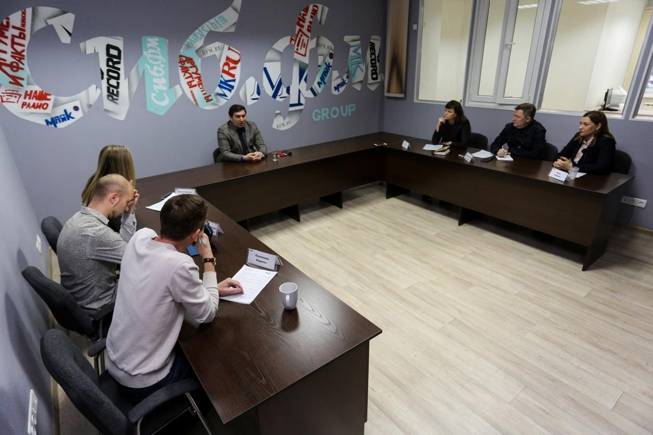 Фото Третья волна COVID-19, новые поликлиники и планы на 1 января: главное из интервью с министром здравоохранения Константином Хальзовым 2