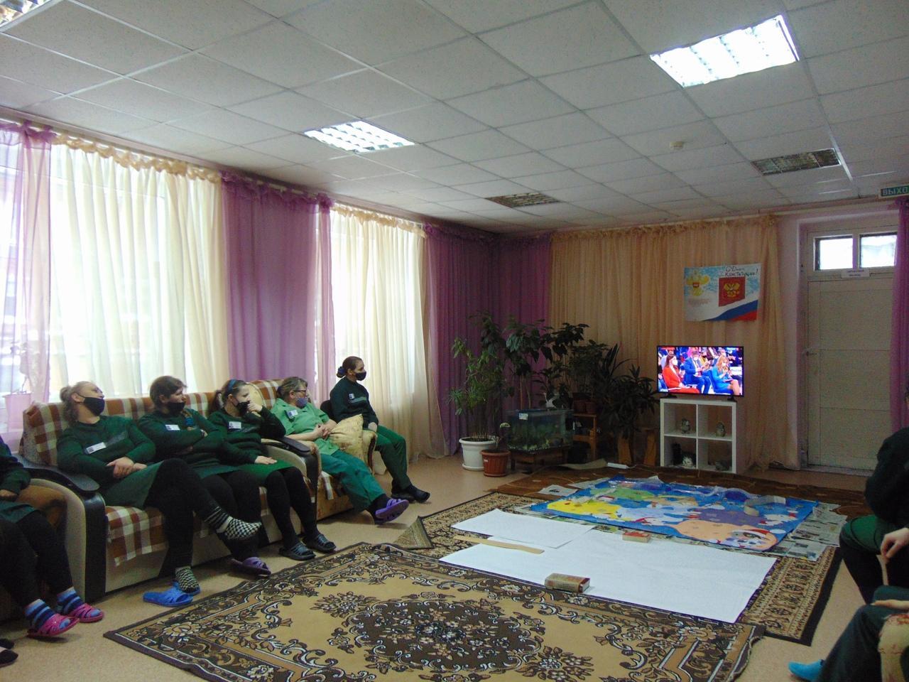 Фото Путин на экране: как котики, депутаты и дольщики в Новосибирске смотрят большую пресс-конференцию президента 8