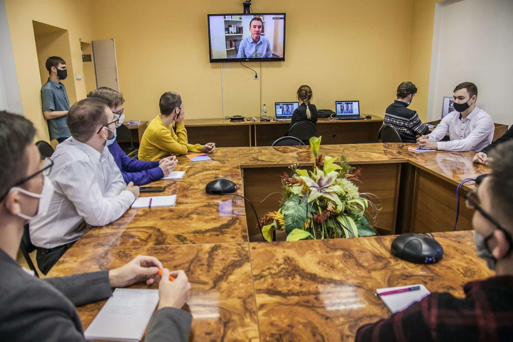 фото Цифровая эволюция: топ-менеджер «Ростелекома» рассказал новосибирским студентам о технологических трендах 2