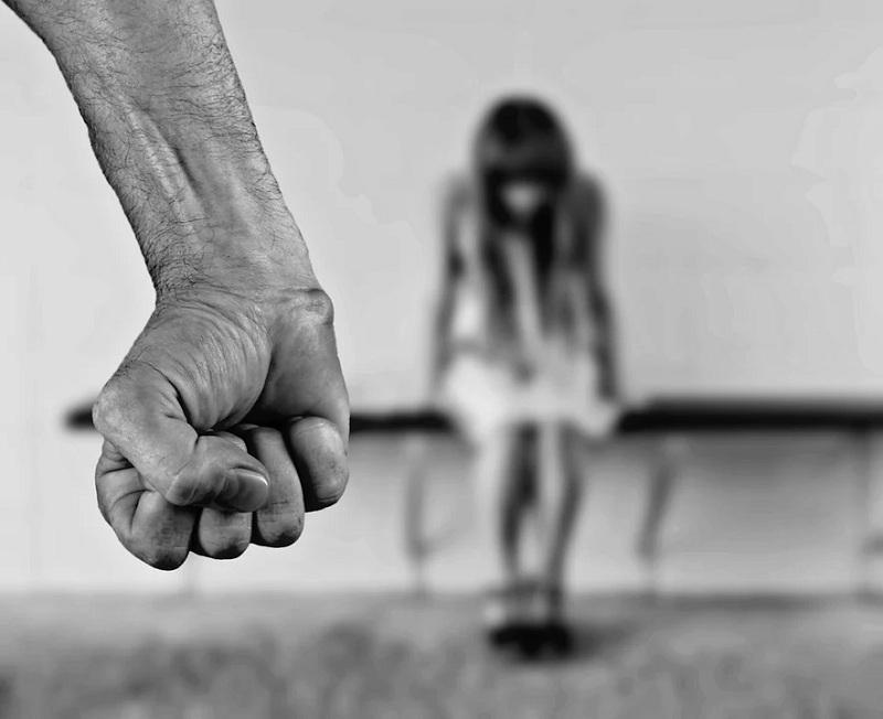 фото «Я кормила ребенка грудью, а он пинал меня в лицо»: многодетная сибирячка сбежала от мужа-тирана после 8 лет истязаний 3