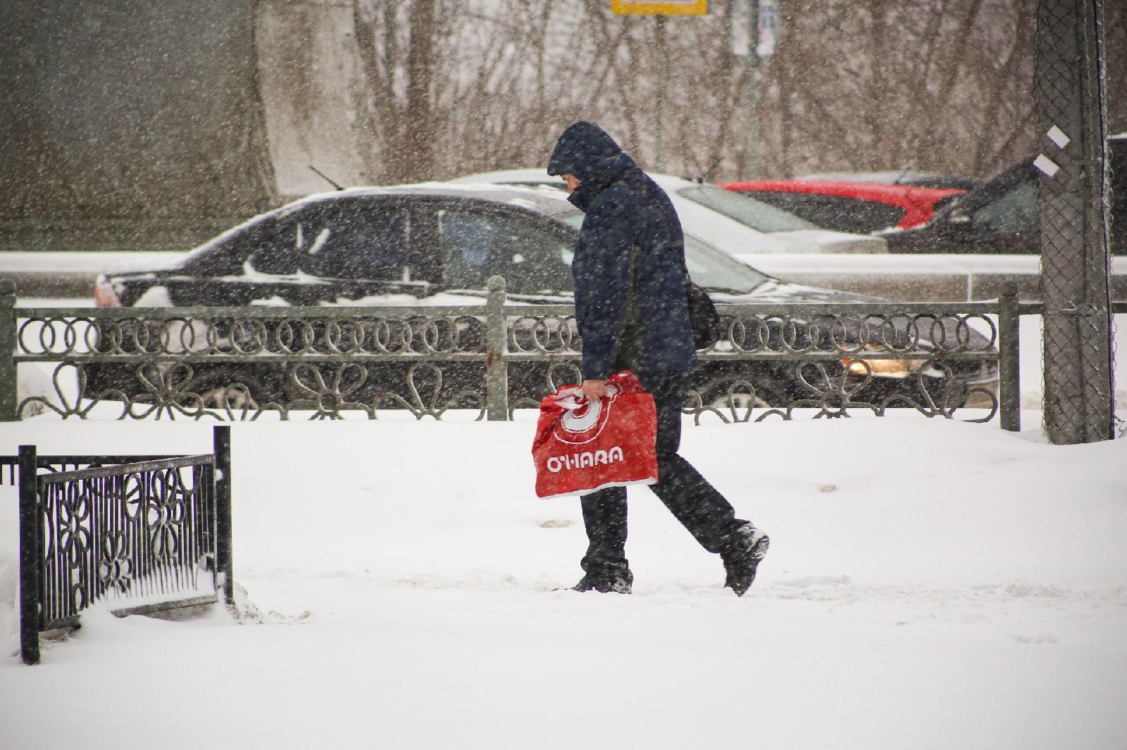 фото Новосибирск накрыла ледяная буря: 10 фото из снежного плена 8
