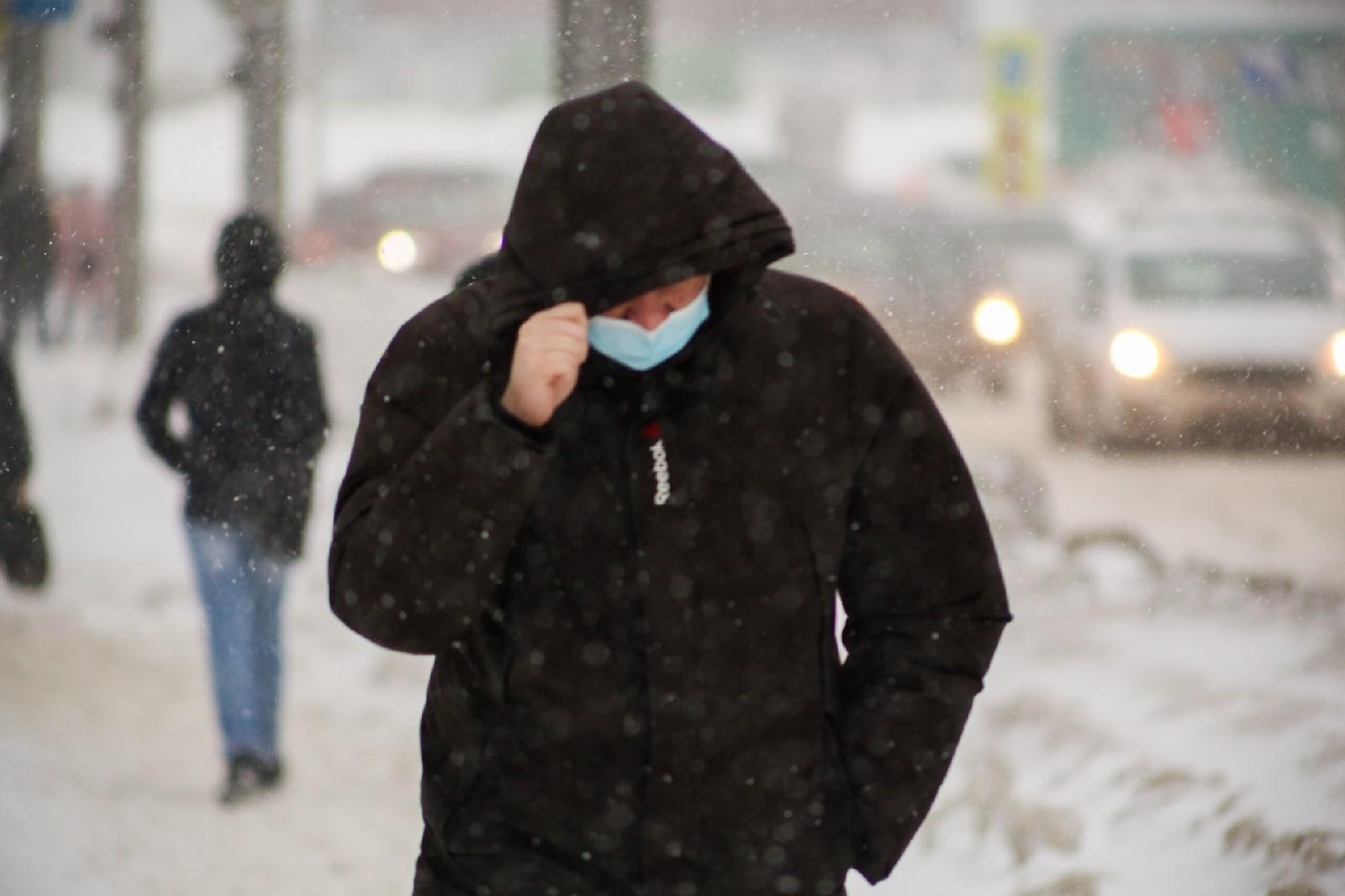 фото Новосибирск накрыла ледяная буря: 10 фото из снежного плена 6