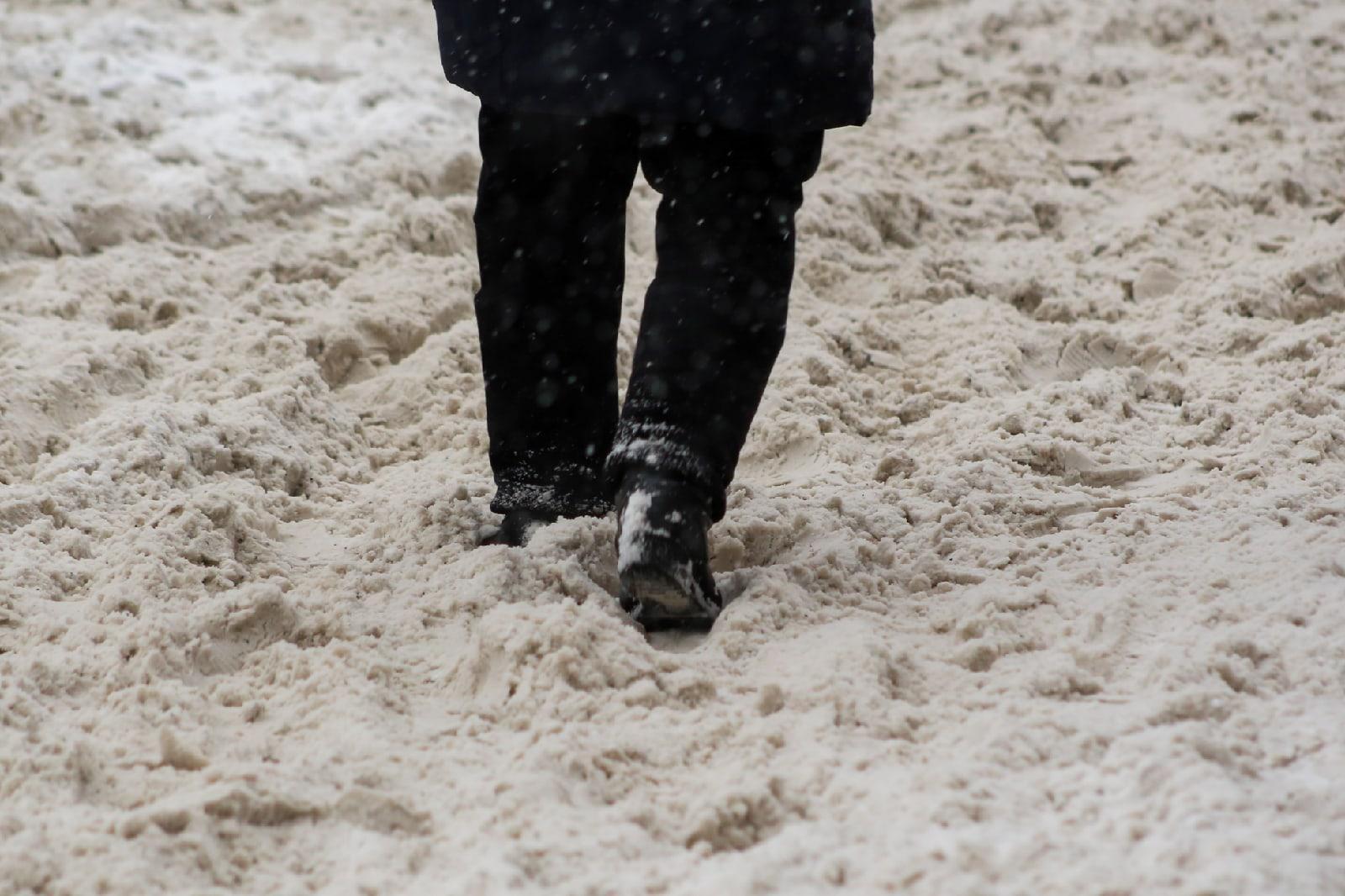 фото Новосибирск накрыла ледяная буря: 10 фото из снежного плена 5