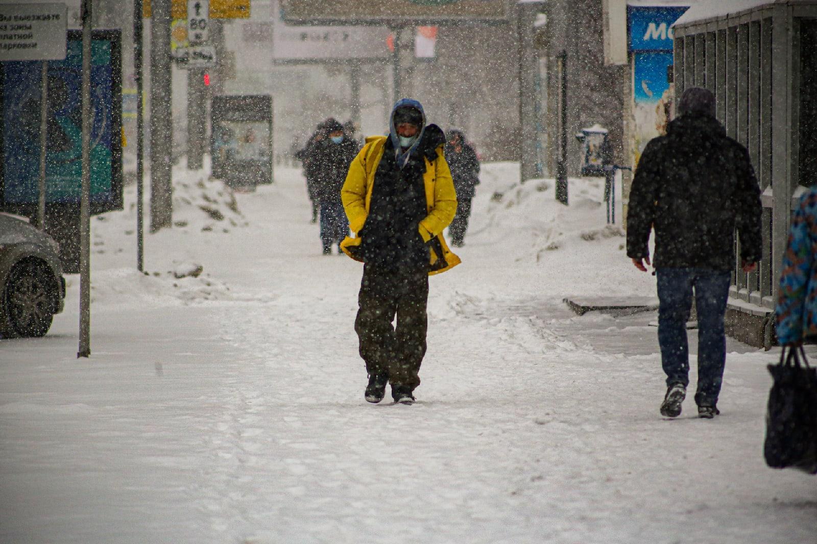 фото Выключите снег: метели с сильным ветром обрушились на Новосибирск 8 февраля 9