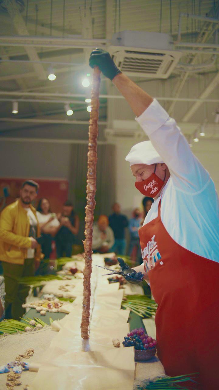фото ТНТ попал в Книгу рекордов России с гигантской чурчхелой 2