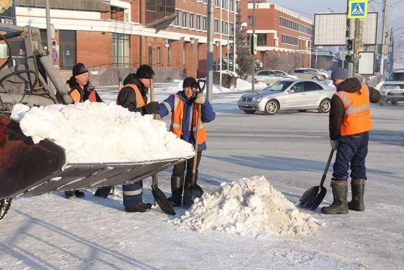 Фото Омские чиновники накануне праздника проверили качество уборки снега - фото 3