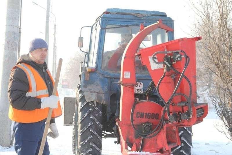 Фото Омские чиновники накануне праздника проверили качество уборки снега - фото 2
