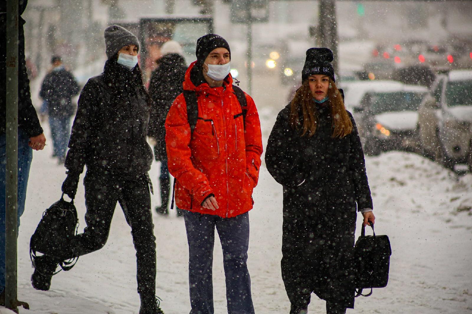 фото Выключите снег: метели с сильным ветром обрушились на Новосибирск 8 февраля 4