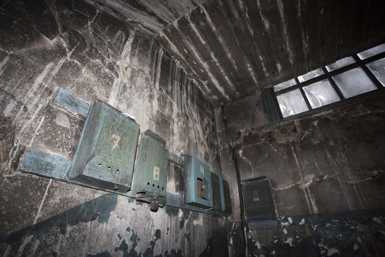 Фото «Потолки обвалились, залило всю мебель»: одинокая пенсионерка из Новосибирска показала свою квартиру после затопления кипятком 20