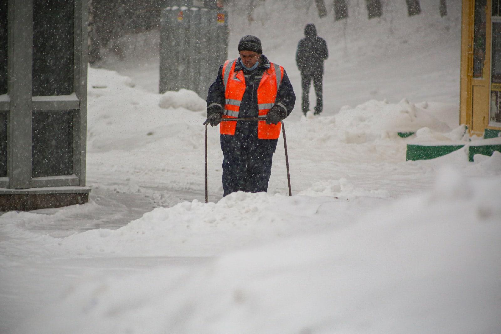 фото Выключите снег: метели с сильным ветром обрушились на Новосибирск 8 февраля 2