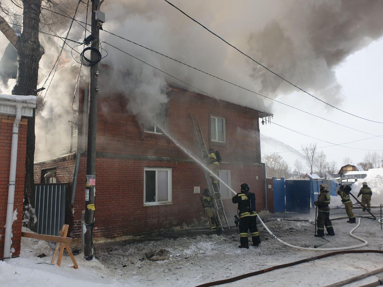 Фото В Томске загорелся молитвенный дом: появились первые снимки с пожара 2