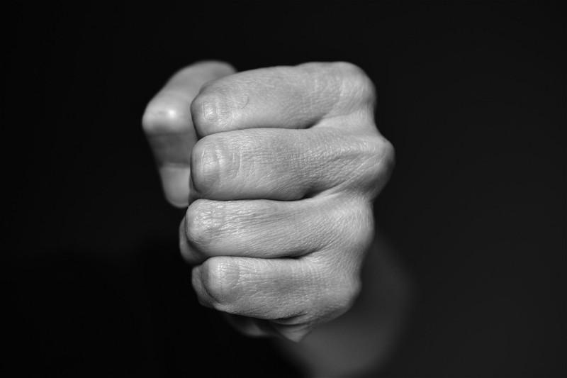 фото «Я кормила ребенка грудью, а он пинал меня в лицо»: многодетная сибирячка сбежала от мужа-тирана после 8 лет истязаний 5