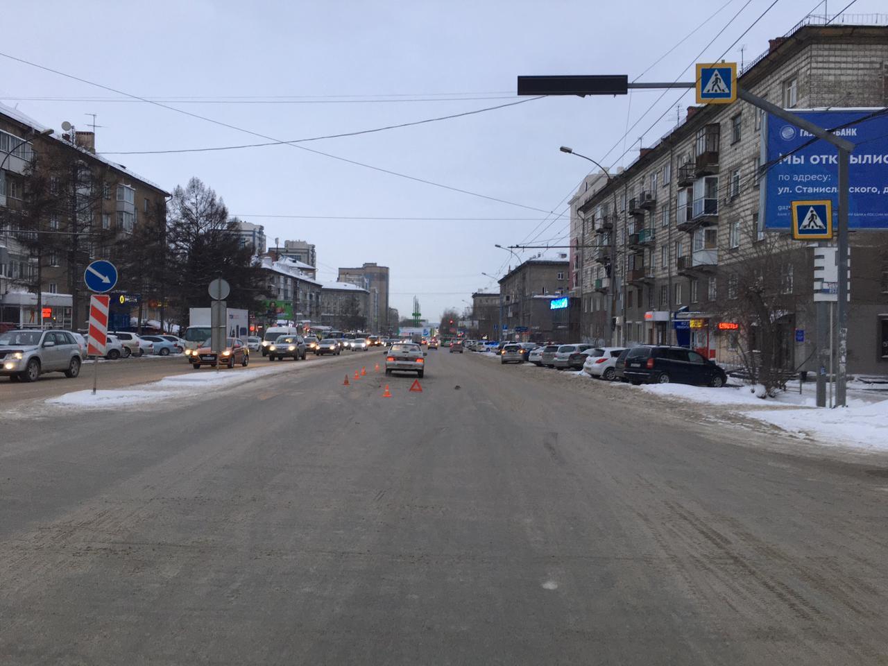фото Отлетела на несколько метров: в Новосибирске иномарка снесла женщину на переходе 2