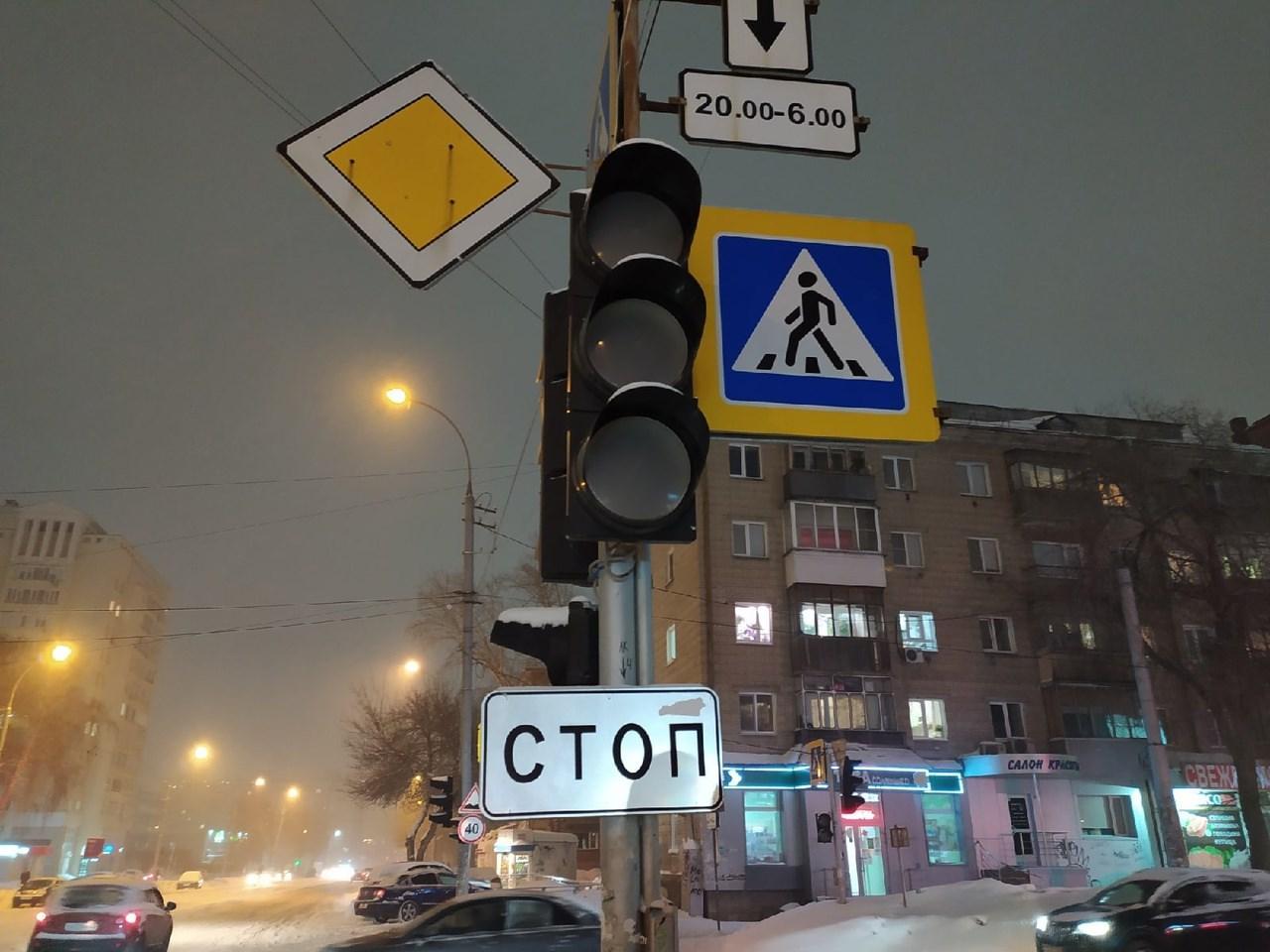 фото «Проблема не в количестве машин»: депутат горсовета назвал причины жутких пробок на дорогах Новосибирска 2