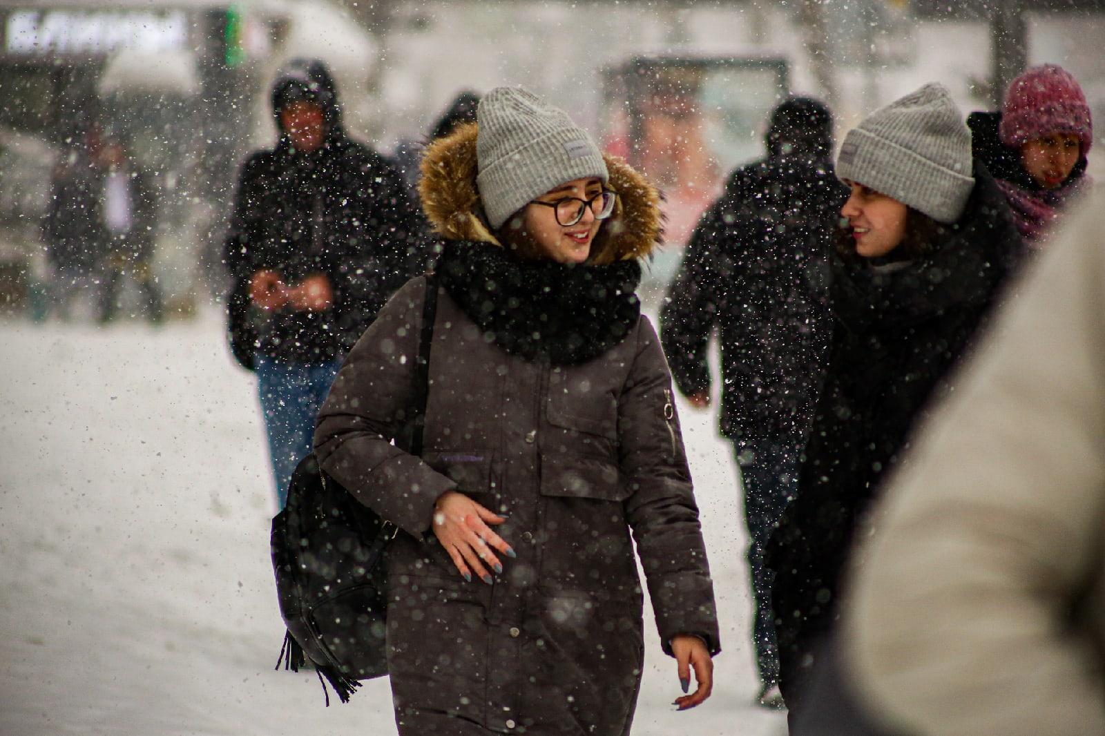 фото Выключите снег: метели с сильным ветром обрушились на Новосибирск 8 февраля 7