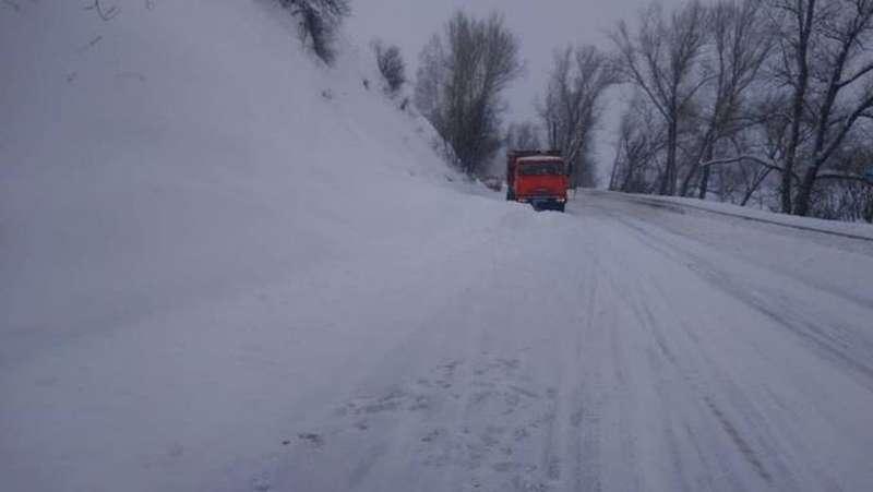 фото Копать, дышать, не паниковать: советы спасателей о том, что делать, если накрыло снежной глыбой 3