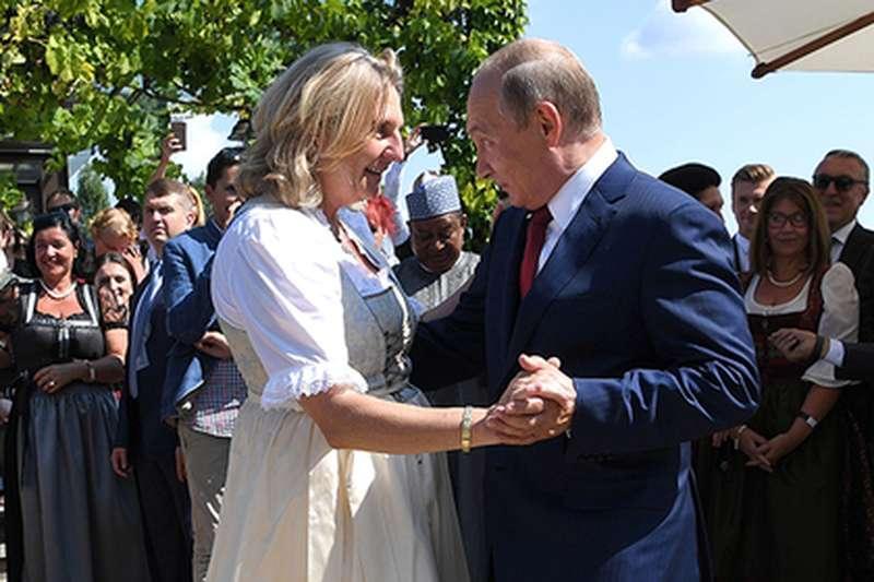фото Новосибирцы пригласили Путина на свадьбу: кто ещё ждал президента на торжество и к кому он приехал 7