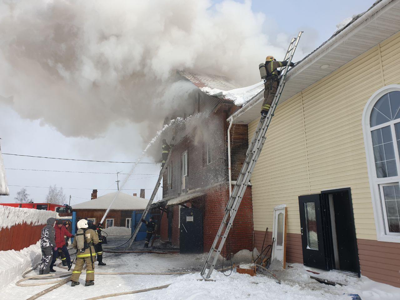 Фото В Томске загорелся молитвенный дом: появились первые снимки с пожара 3