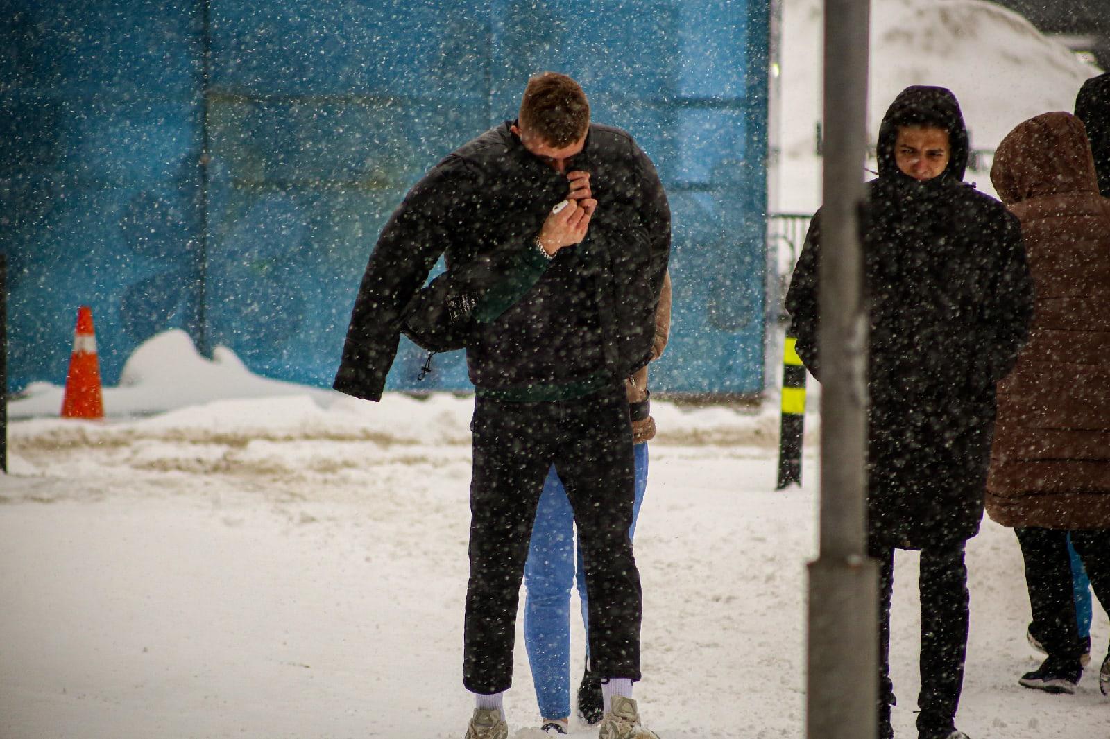 фото Новосибирск накрыла ледяная буря: 10 фото из снежного плена 9