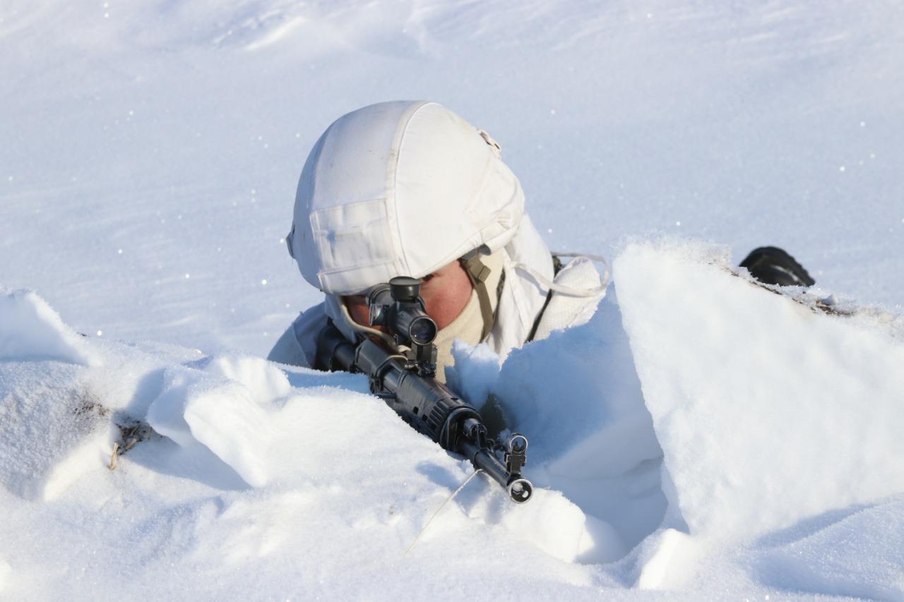 Фото Бесшумно ликвидировали охрану и уничтожили боевиков: военный спецназ провёл учения под Новосибирском 4