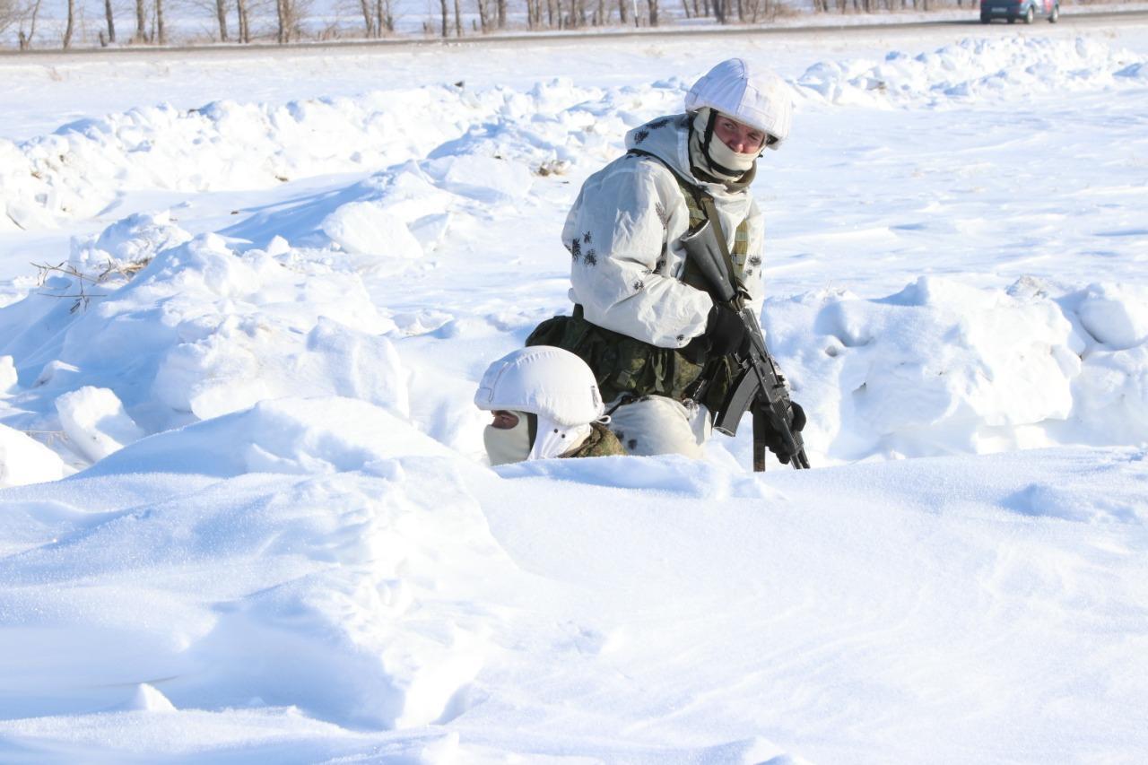 Фото Бесшумно ликвидировали охрану и уничтожили боевиков: военный спецназ провёл учения под Новосибирском 2