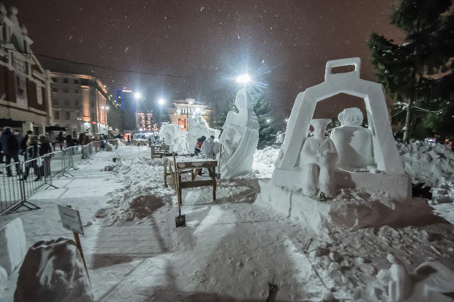 фото «Ночных ведьм» выбрал мэр Новосибирска: в столице завершился фестиваль снежных скульптур 5