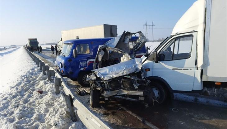Фото Житель Томска спровоцировал на трассе столкновение восьми автомобилей и сам погиб 2
