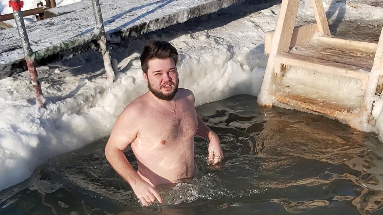 Фото Томичи в обход действующего запрета устроили крещенские купания на озере Боярском и похвалились этим в Сети 2