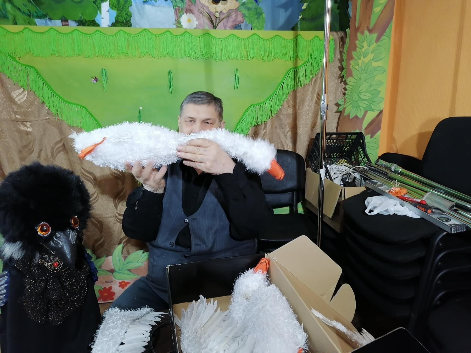 Фото Повелитель  бабы Яги и укротитель чёрной Вороны: мастер-кукольник под Новосибирском создаёт игрушки для театра инвалидов 4