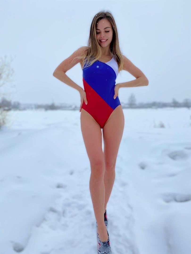 фото «Кузбасская Киприда» в откровенном купальнике рассказала, зачем ныряет в прорубь в лютый мороз 2