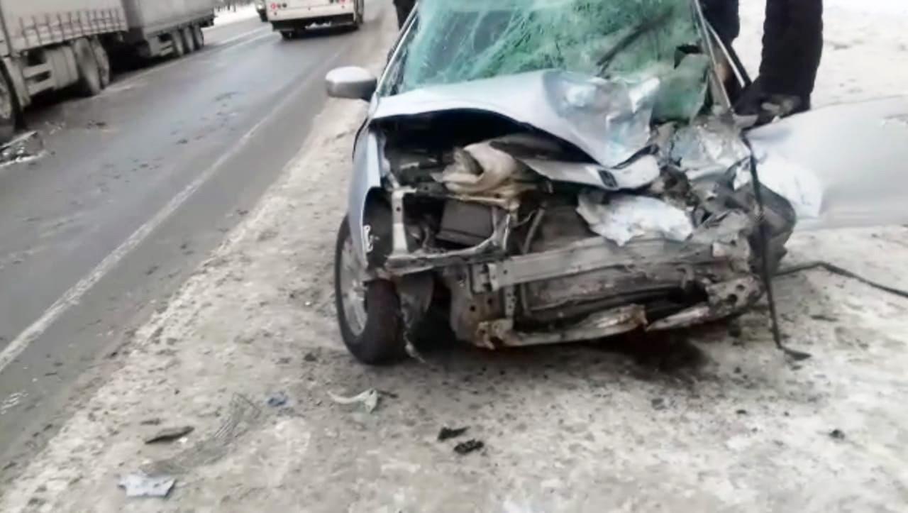 фото Разбились насмерть: появились фото жуткой аварии с участием фуры под Новосибирском 4