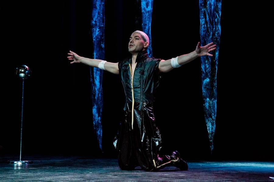 Фото Дьявол стоит за спиной: Новосибирская филармония представила моноспектакль не для слабонервных «Фауст. Ритуал» 2