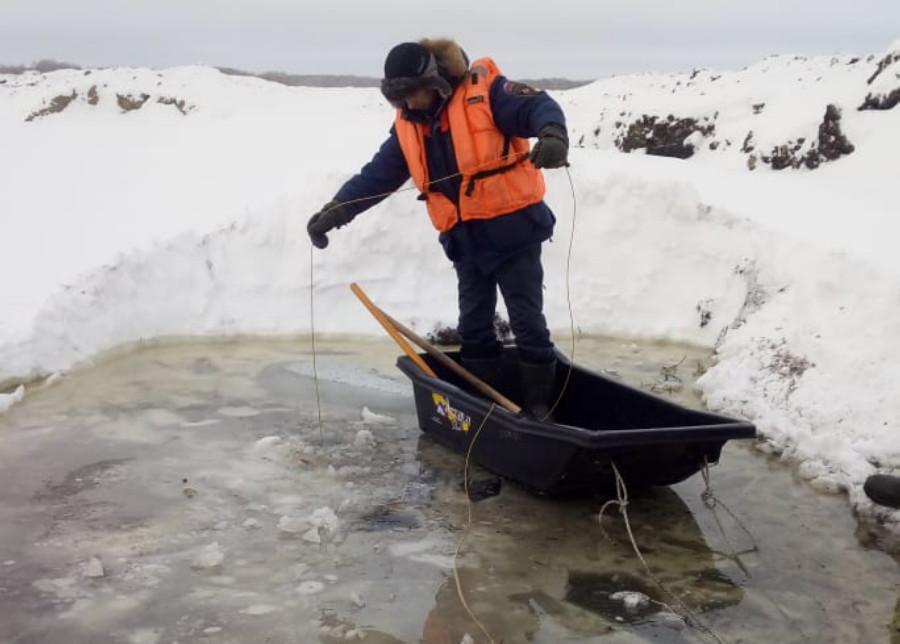 Фото Водолазы нырнули к утонувшему бульдозеристу под Новосибирском: фото с места трагедии 3