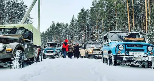 Фото «По дебрям, болотам, ухабам»: сибиряки-экстремалы покоряют сугробы на УАЗах 3