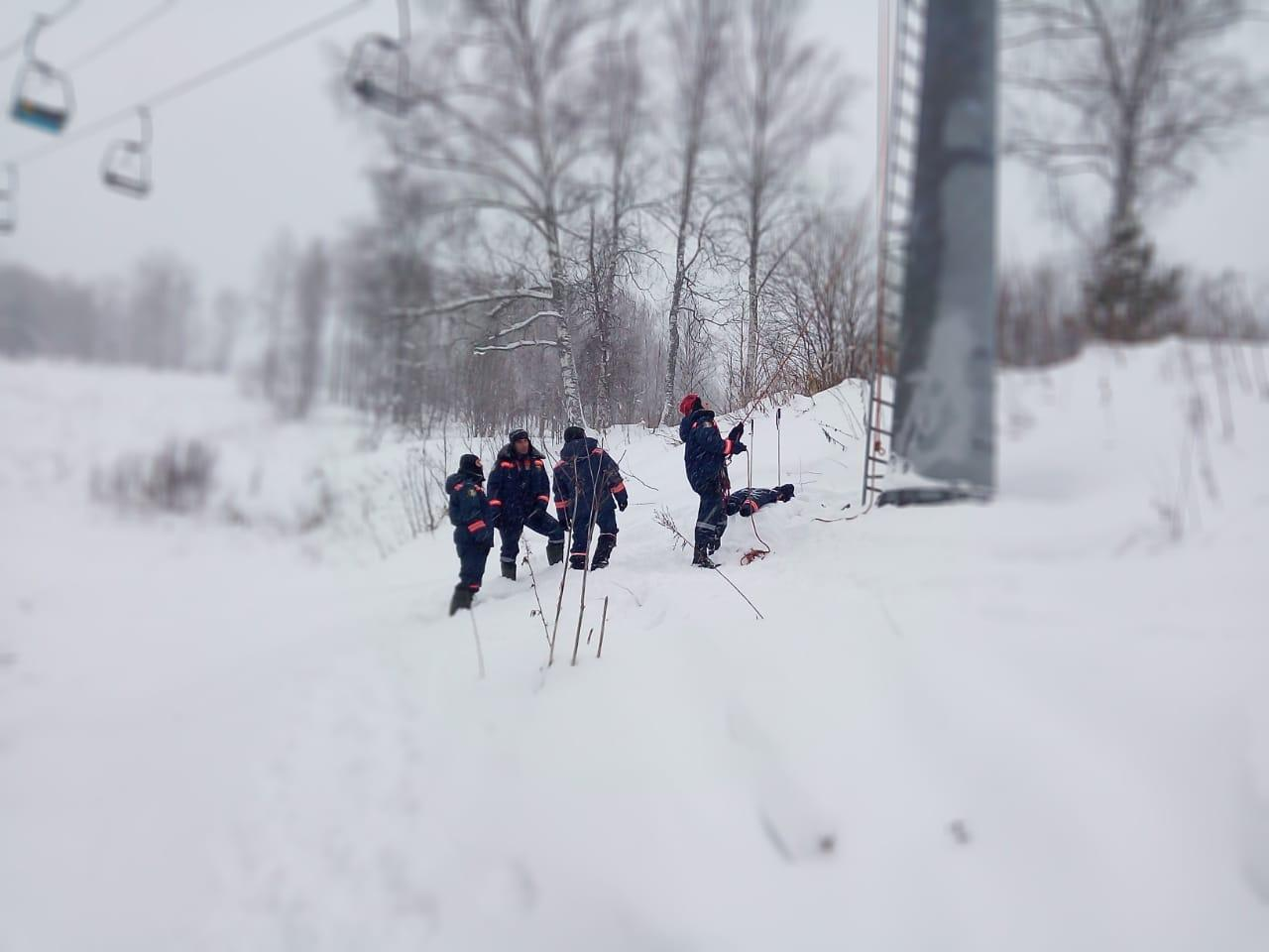 фото Спасатели под Новосибирском сняли c подъёмника лыжника с отмороженными ногами 2