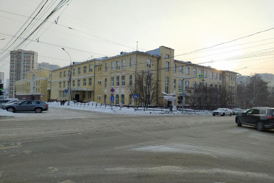 фото «Закрыла рот! Будешь дома с мамой пререкаться!»: родители учеников лицея №12 в Новосибирске пожаловались на «истошные» крики учителя 2