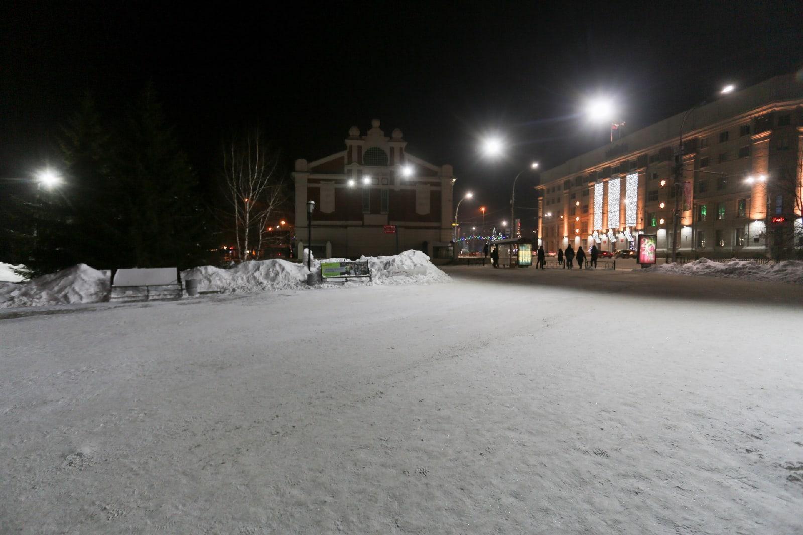 Фото Полиция пообещала Локтю найти вандалов, разрушивших снежные скульптуры в Первомайском сквере 2