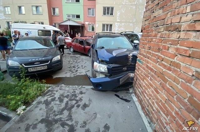 """Пьяный школьник разбил три машины на маминой """"семёрке"""" в Бердске"""