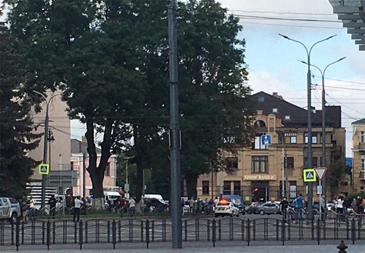Фото Мужчина захватил автобус с пассажирами в Луцке 2