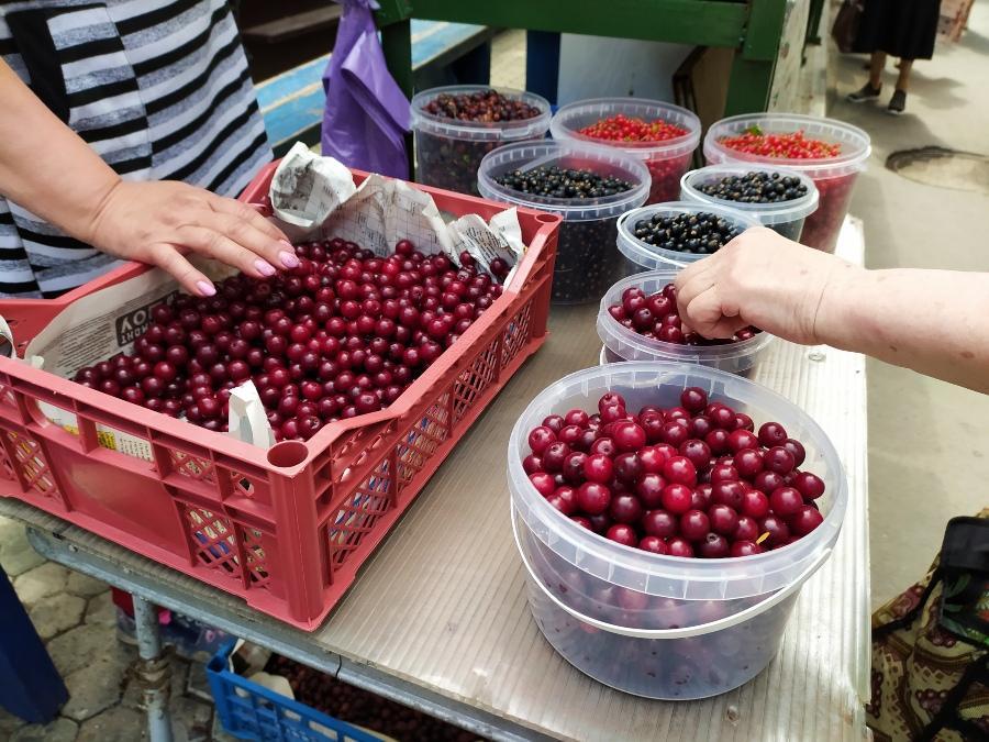 фото Не стесняйтесь торговаться: где и за сколько купить ягоды в Новосибирске - обзор цен 14
