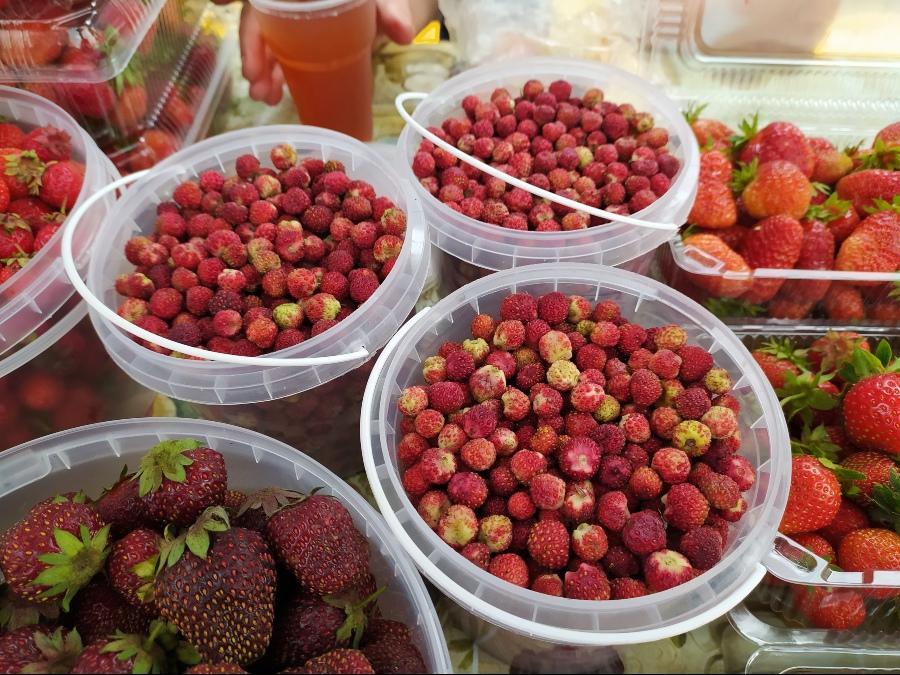 фото Не стесняйтесь торговаться: где и за сколько купить ягоды в Новосибирске - обзор цен 2