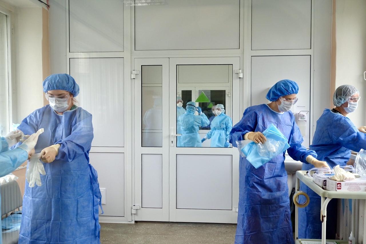 Фото Рекорд по заражениям за сутки: ситуация с коронавирусом в Новосибирске на 13:00 5 июля 2