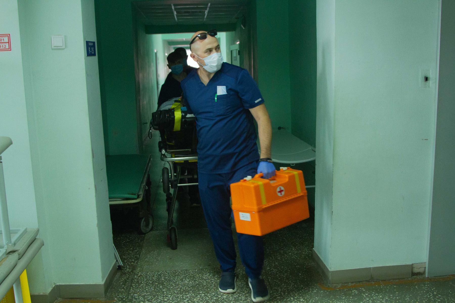 Фото Экстренный вылет: корреспондент Сиб.фм провёл смену с авиамедицинской бригадой 17